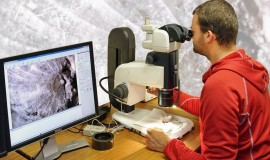 Dr Simon Schneider using the Nikon Metrology SMZ18 stereomicroscope at CASP