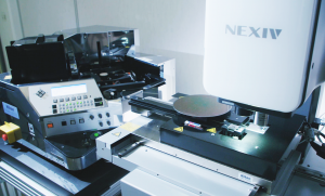 Semiconductor wafers are automatically inspected using a video measuring system with a loading mechanism